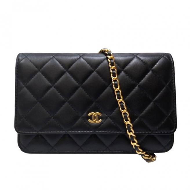 【CHANEL】Rhombic lambskin cross-body bag